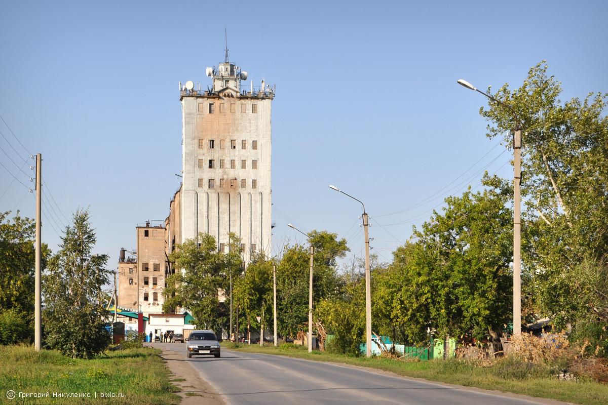 Памятник с семейный Купино Ваза. Лезниковский гранит Болотное